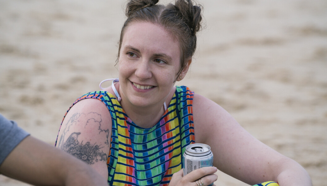 Det er ekstremt deilig at Dunham, med stor personlig risiko, tar på seg jobben med å utvide rommet for «ikke-vakker» kvinnelig nakenhet og kropp, skriver Julie Eliassen Brannfjell. Foto: HBO / C More.
