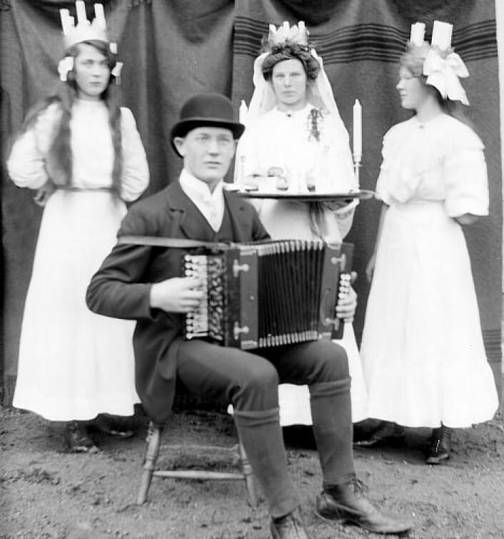 Lucia-feiring på 1920-tallet med unge, vakre kvinner i fokus.