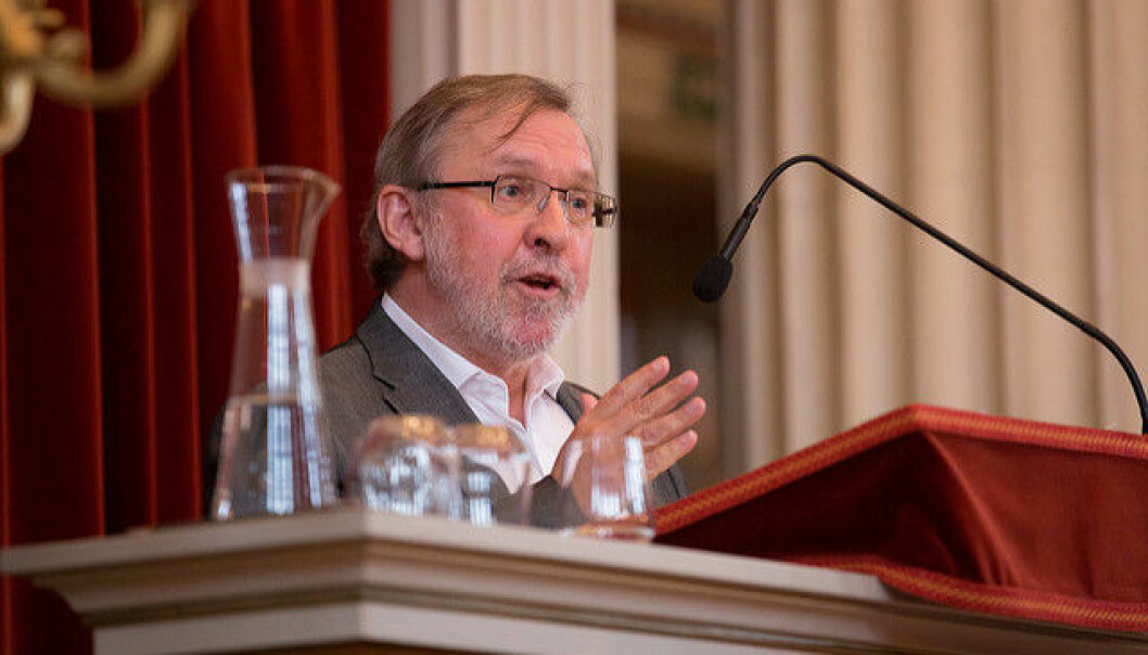 Avtroppende redaktør i Aftenposten Harald Stanghelle mener demokratiet er i fare, og mener Schibsted må bli mer bevisst sitt samfunnsansvar som aviseier.