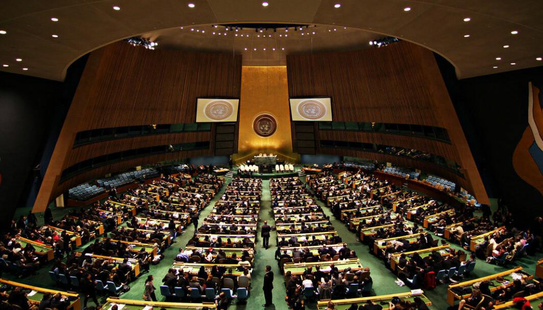 Unge og høyt utdannede i demokratiske land er mer positivt innstilt til FN og internasjonalt samarbeid, ifølge Pew Research Center.