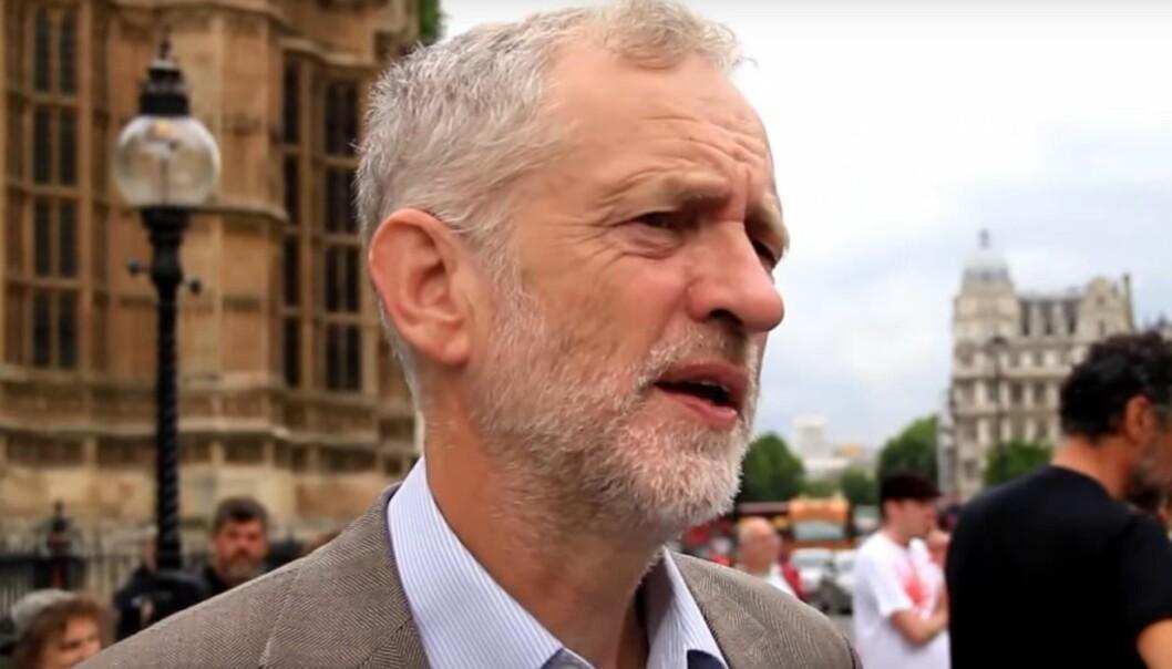 Labours partileder går av, mens hans allierte ser ut til å beholde grepet om partiet.