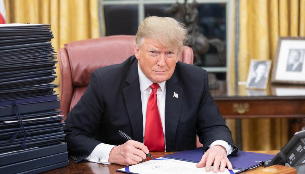 Donald Trump kritiserer borgermesteren i Minneapolis for svak ledelse, og åpner for å sende hæren for å skape ro og orden.
