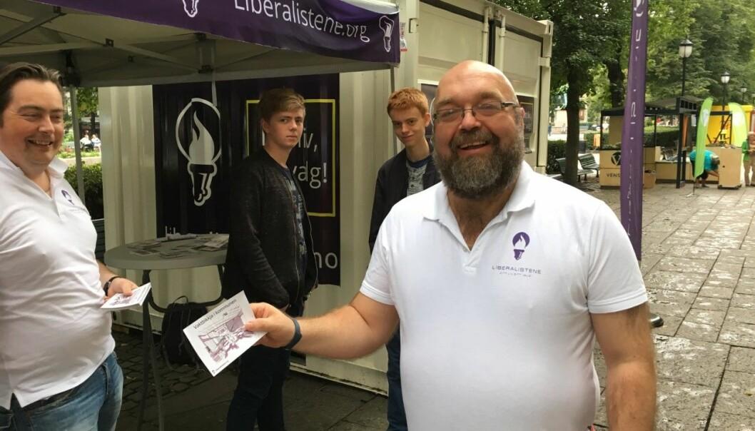 Bent Johan Mosfjell (til høyre) stiller til valg for Liberalistene i Oslo. Foto: Aksel Fridstrøm