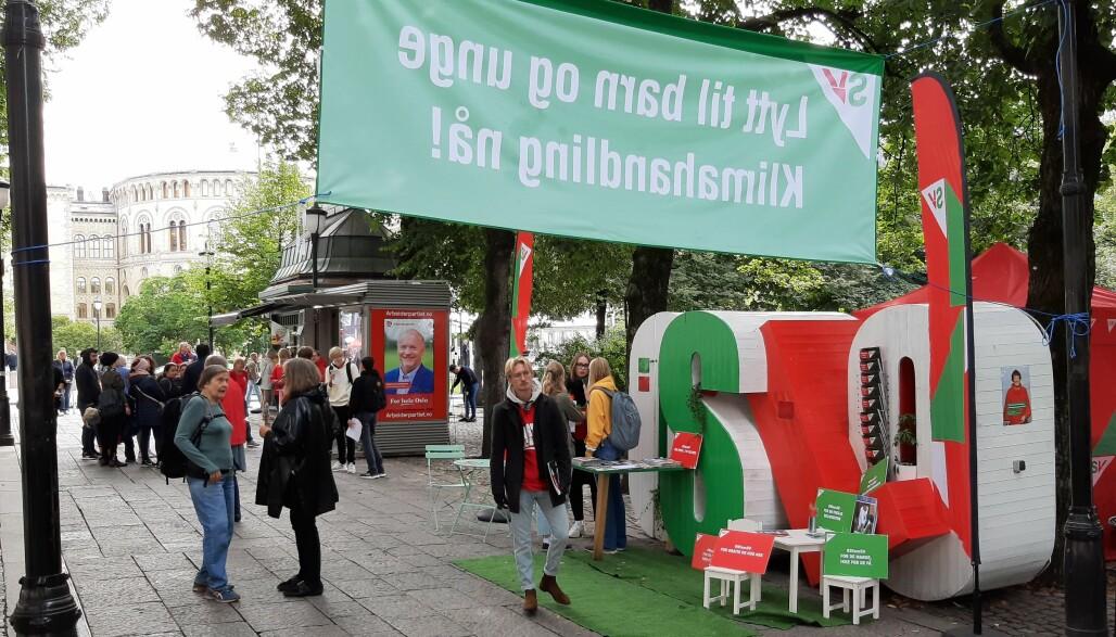 Valgkampbodene i Spikersuppa i Oslo er et kjent syn annethvert år. Foto: Magnus Nordmo Eriksen