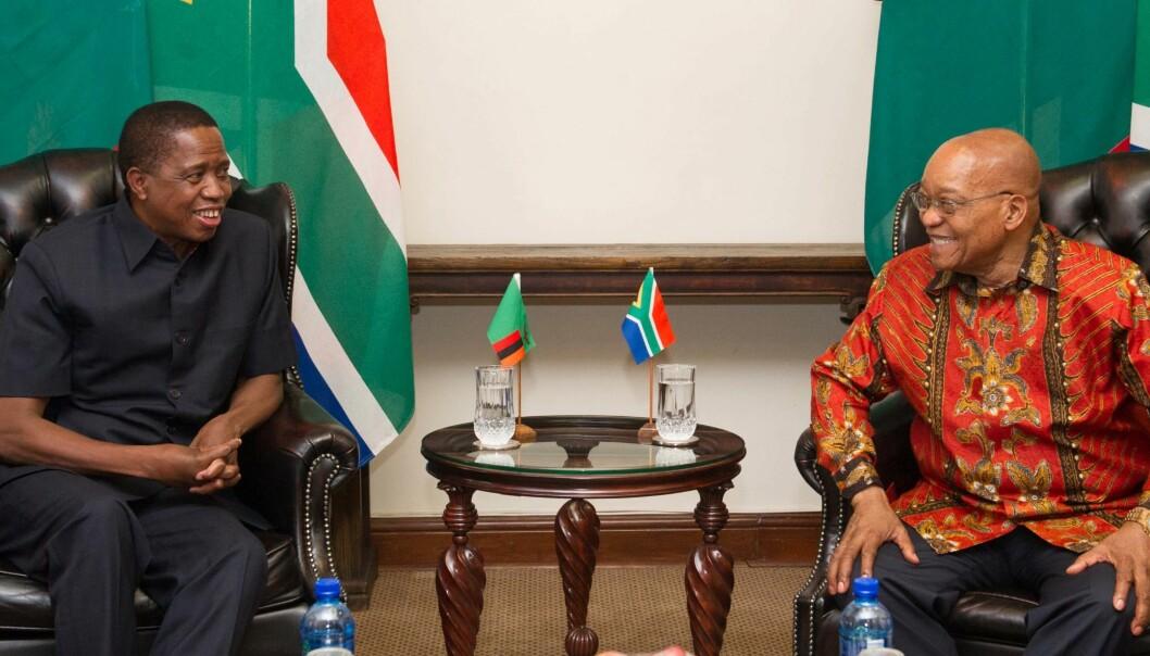 Zambias president Edgar Lungu (venstre) med daværende president i Sør-Afrika, Jacob Zuma i 2017. (høyre). Foto: GCIS/Flickr (CC BY-ND 2.0)