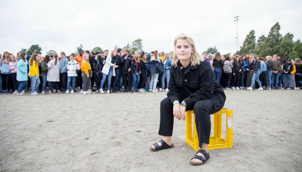I TV-programmet «F-ordet» har Ulrikke Falch som mål å overbevise elevene på Mysen videregående skole om at de er feminister. Foto: Xueqi Pang/NRK