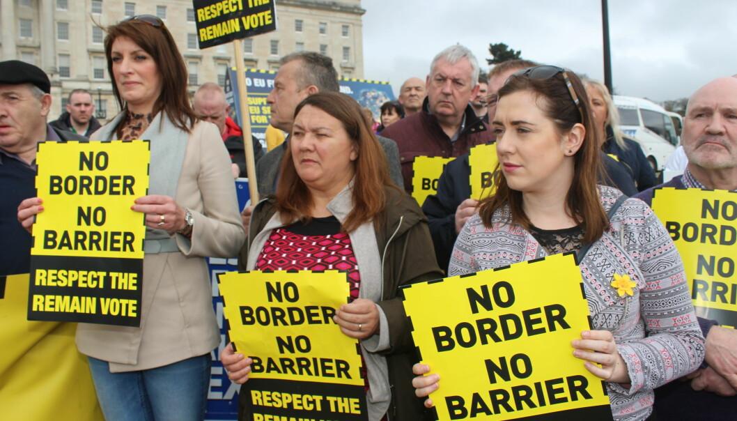 Grensen i Nord-Irland er den vanskeligste utfordringen rundt Brexit. «Hvis grensekontrollene kommer tilbake, vil de med sikkerhet bli angrepet», sier David Mitchell, assisterende professor i fred- og konfliktstudier ved Trinity College Dublin. Foto: Sinn Féin/Flickr (CC BY 2.0)