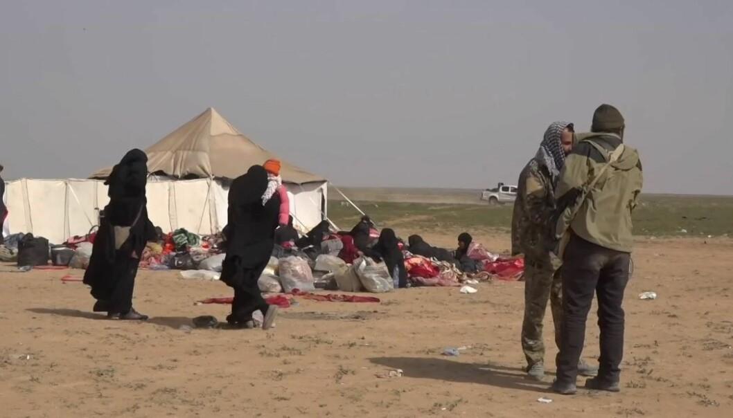 Regjeringen bekreftet i går at en norskpakistansk IS-kvinne med sine to barn har blitt hentet ut av en fangeleir i Syria og er på vei til Norge. Beslutningen er tatt på humanitært grunnlag, sier utenriksminister Ine Eriksen Søreide.