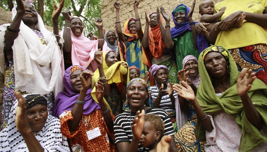 Medlemmer i CAREs spare- og lånegruppe i Niger. Foto: Josh Estey/CARE