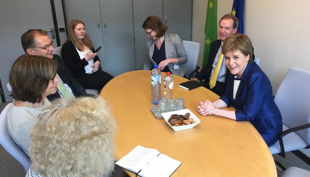 Skottlands førsteminister Nicola Sturgeon (høyre) under et møte i Europaparlamentet i 2016 for å diskutere brexits implikasjoner for Skottland. Foto: Rebecca Harms/Flickr (CC BY-SA 2.0)