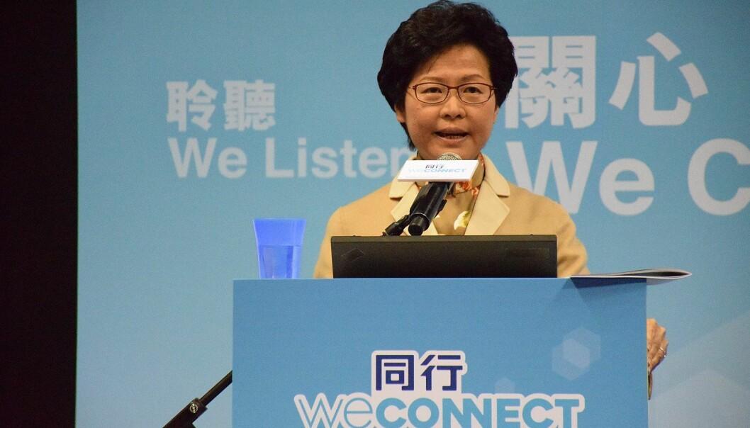 ENDRET TONEN: Leder av byregjeringen i Hongkong, Carrie Lam, viste ingen vilje til å imøtekomme innbyggernes krav i forkant av valget. Valgresultatet gjør at Lam nå har fått en annen tone.
