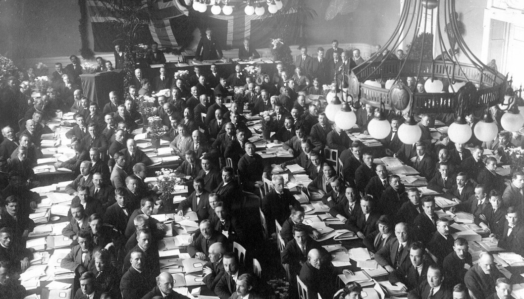 Nik. Brandal og Øystein Sørensen skriver blant annet om Arbeiderpartiets revolusjonære vending på 20-tallet.
