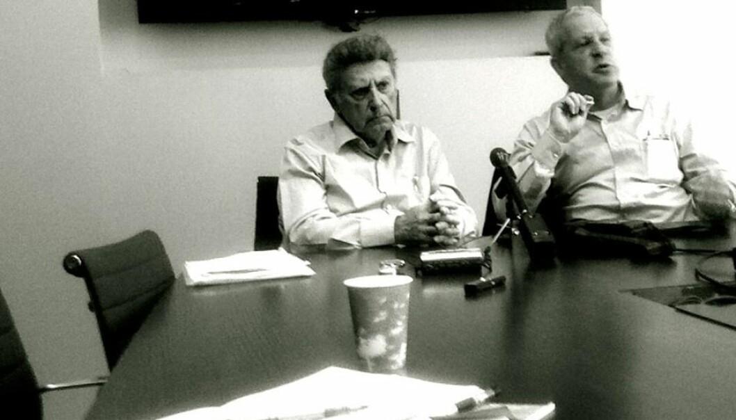 Amos Yadlin (t.h.) sammen med sin nå avdøde kollega og Iran-ekspert Ephraim Kam ved INSS.