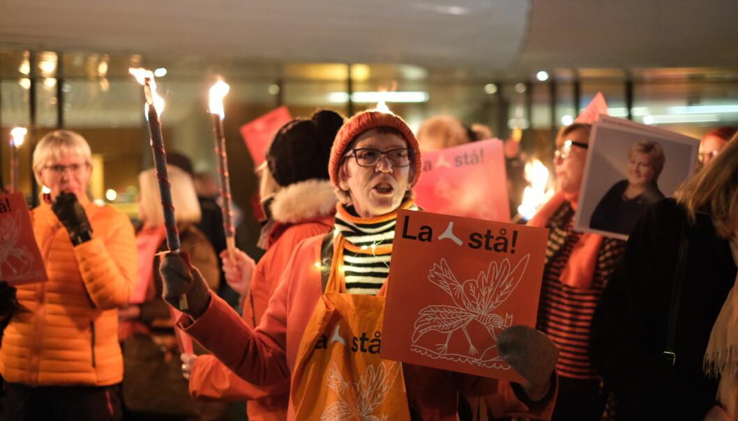 """Demonstranter markerte sin motstand mot riving av Y-blokka under åpningen av """"Picasso 347"""" på Henie Onstad Kunstsenter."""