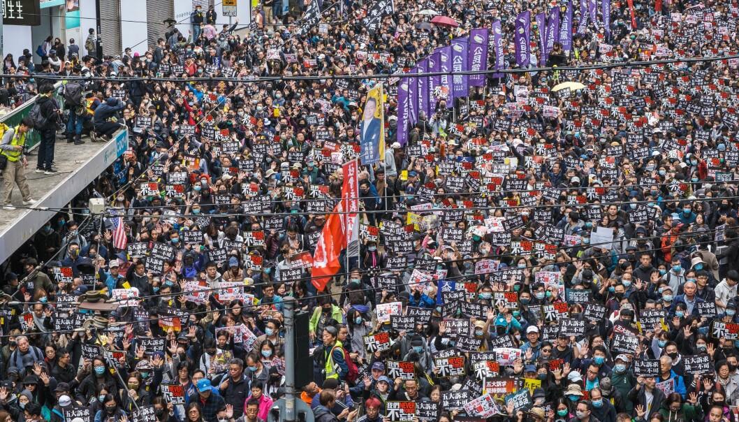 Én million mennesker deltok i nyttårsdemonstrasjonen ved Victoria Park.