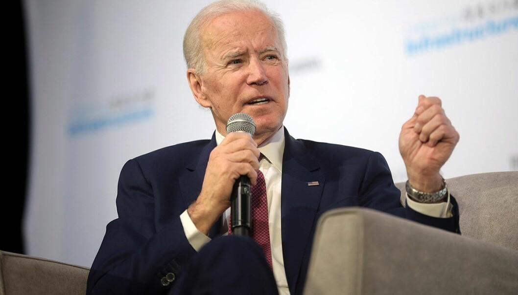 Joe Biden benekter anklager om seksuelt overgrep og velgerne er så langt upåvirket.