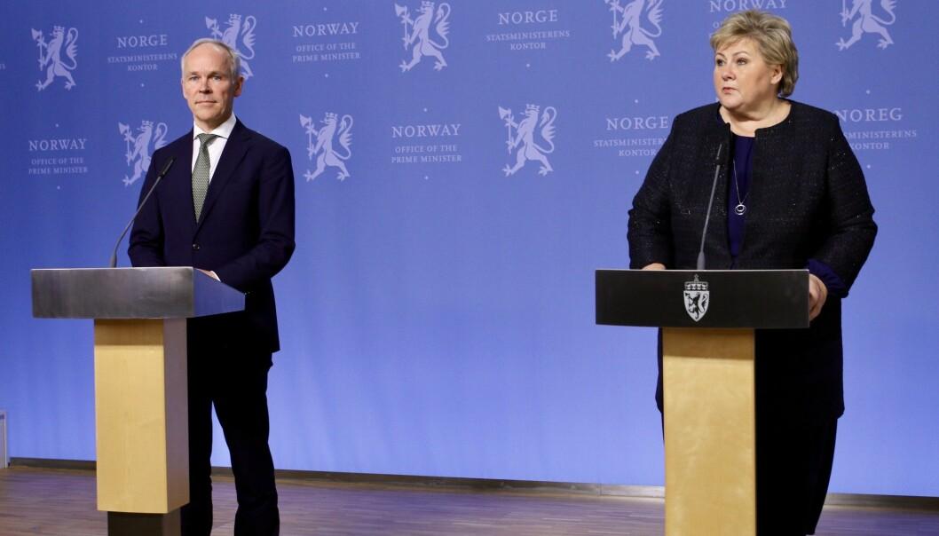 Finansminister Jan Tore Sanner og statsminister Erna Solberg informerer om økonomiske tiltak for å håndtere koronaepidemien på en pressekonferanse 15. mars 2020.