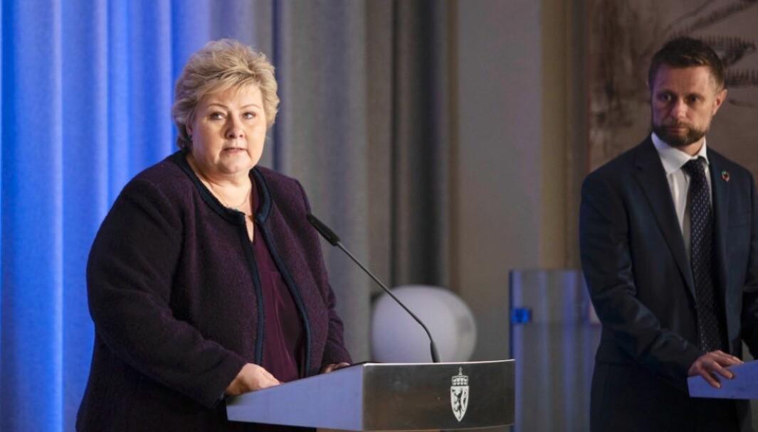 Erna Solberg og Bent Høie på pressekonferanse om koronautbruddet 24. mars 2020.