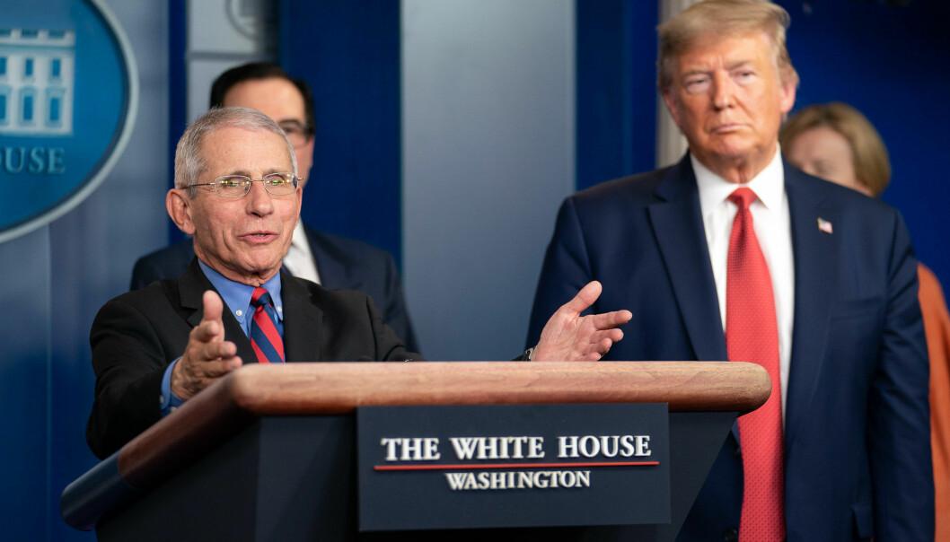 Dr. Anthony Fauci og president Donald Trump på pressekonferanse om koronaviruset 25. mars 2020.