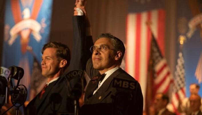 Ben Cole som Charles Lindbergh (til venstre) og John Turturro som hans forbundsfelle.