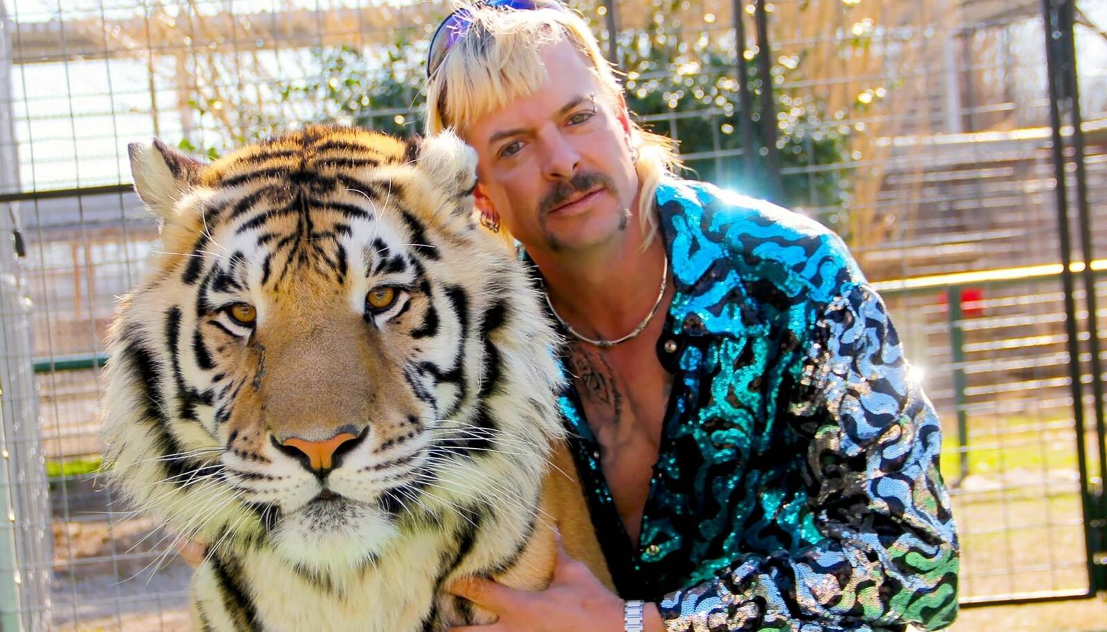 Stjernen i dokumentarserien «Tiger King», Joe Exotic, beskriver seg selv som en «homofil, bevæpnet cowboy med hockeysveis».