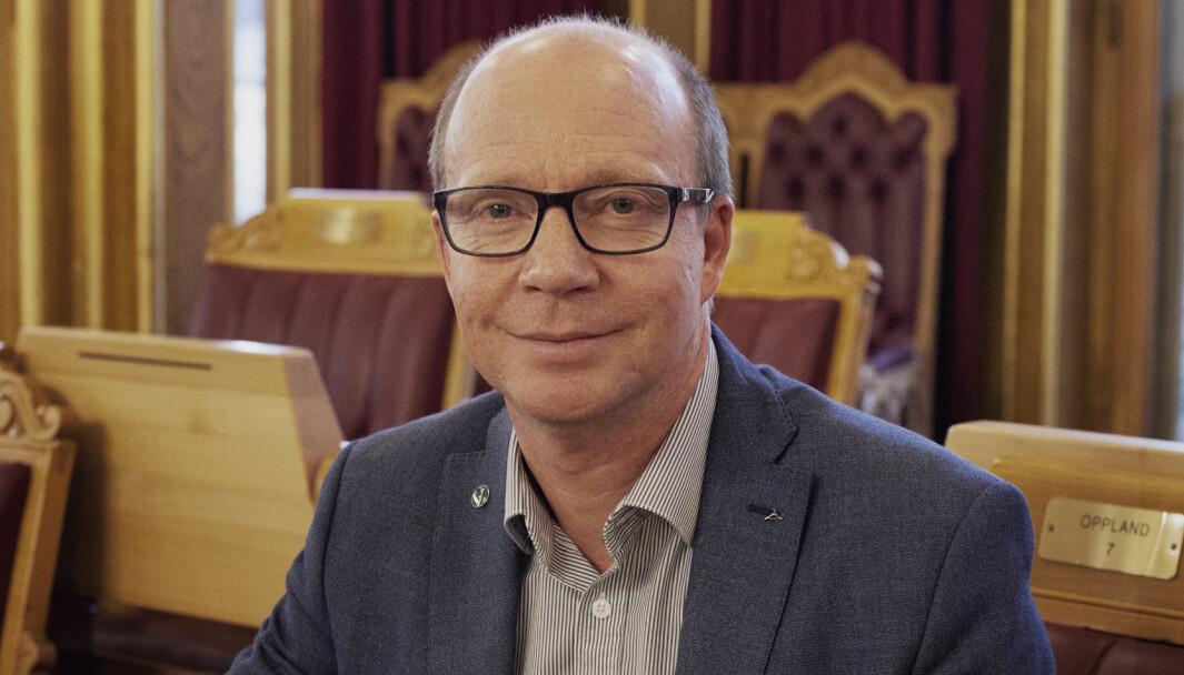 Stortingsrepresentant og Venstre-politiker Ketil Kjenset går hardt ut mot egen regjering.