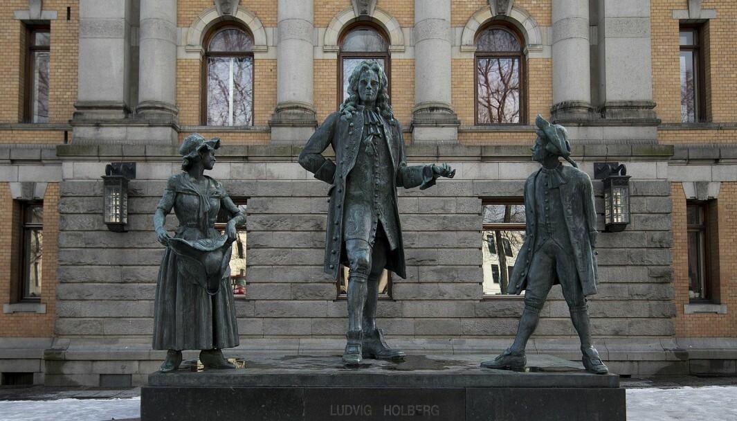 Det kan være riktig i noen tilfeller å flytte statuer inn på museer. Hverken Churchill eller Holberg er blant dem, skriver kronikkforfatteren.