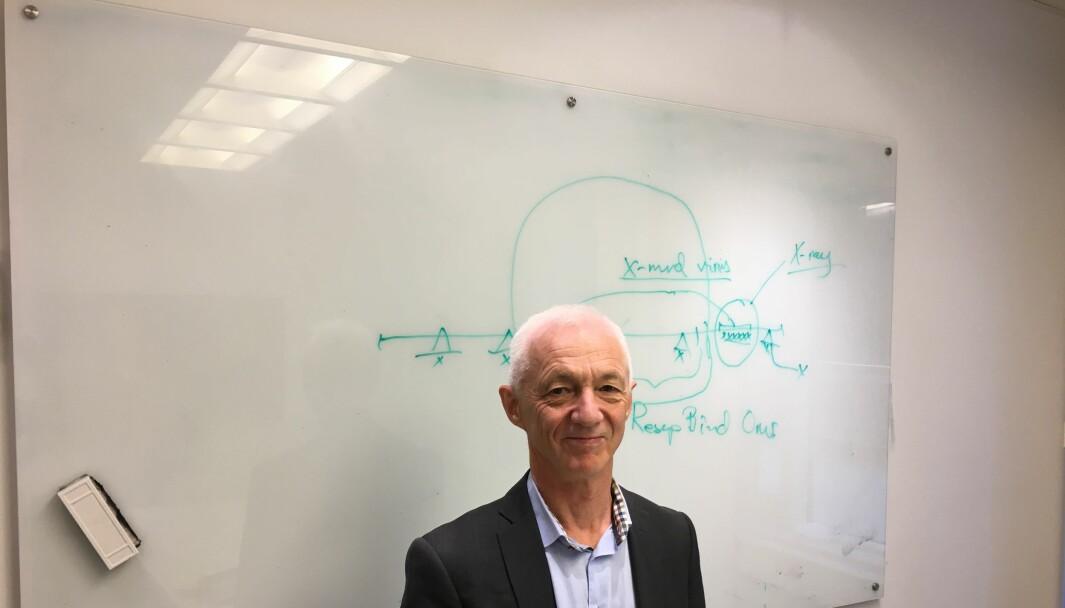 Vaksineforsker Birger Sørensen mener å ha funnet nye egenskaper ved koronaviruset som tyder på at viruset ikke kan ha oppstått naturlig.