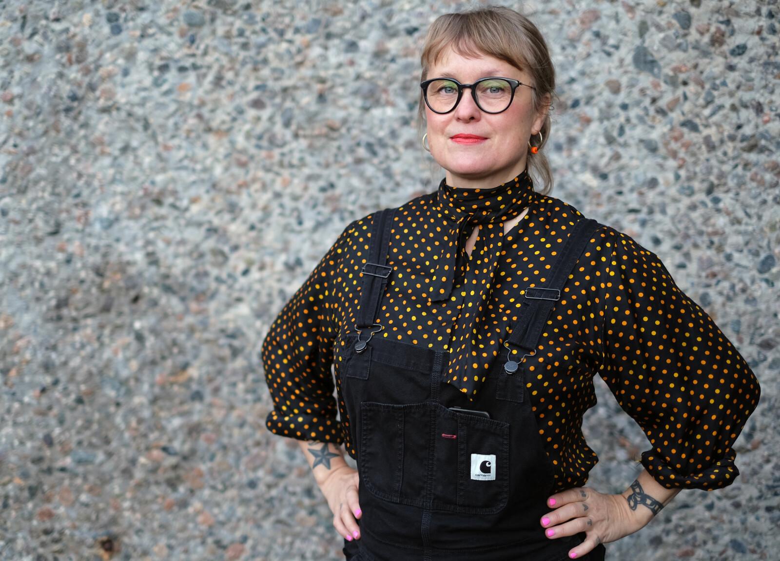 Billedkunstner Elise Storsveen har kuratert den nye samlingsutstillingen på Henie Onstad-senteret.