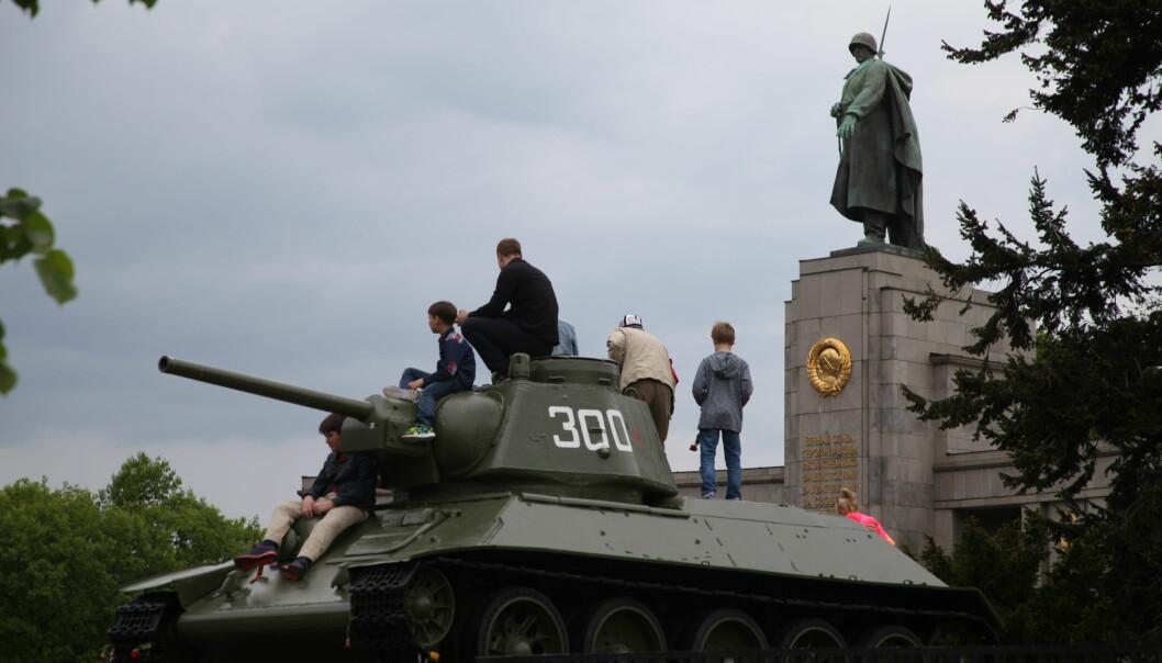 Minnesmerket over Sovjets falne soldater i Berlins Tiergarten er kontroversielt på grunn av sitt krigerske uttrykk.