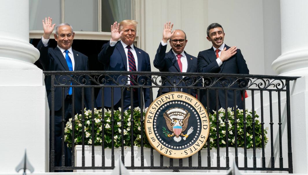 Israels statsminister Benjamin Netanyahu, USAs president Donald Trump, Bahrains utenriksminister Dr. Abdullatif bin Rashid Al-Zayani og De forente arabiske emiraters utenriksminister Abdullah bin Zayed Al Nahyan under signeringsseremonien av den såkalte Abraham-avtalen 15. september 2020.