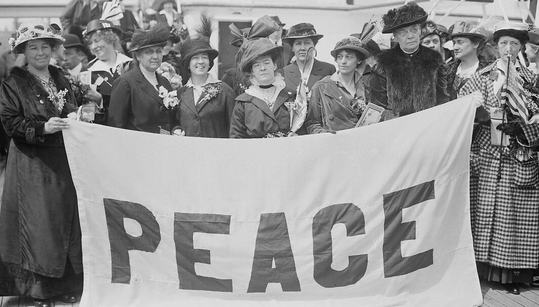 Kvinnelige delegater til fredskonferansen i Haag i 1915. Ny forskning støtter påstanden om at kvinnelig myndiggjøring i sivilsamfunnet fremmer fred.