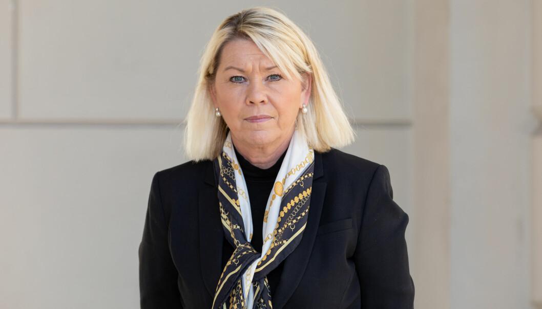 Monica Mæland har bestemt at politikere og annet nøkkelpersonell skal prioriteres i vaksinekøen.