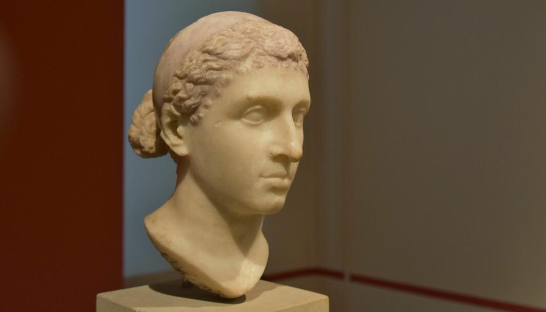 Kritikken haglet da det ble klart at israelske Gal Gadot skal spille Kleopatra i en ny film.