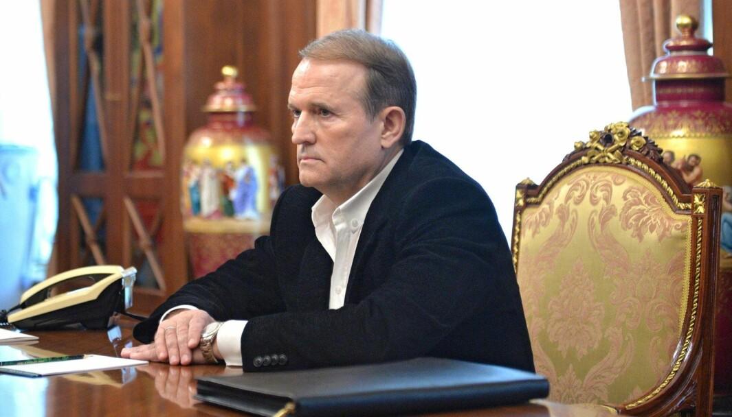 Viktor Medvedtsjuk og hans parti «For Livet» har tette bånd til Moskva og Vladimir Putin. Medvedtsjuk er sterk motstander av ukrainsk tilnærming til EU, og kan bli et problem for landets president Volodymyr Zelenskij i tiden fremover.