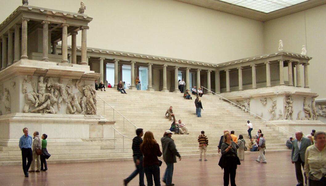 63 antikke gjenstander i Pergamonmuseet i Berlin ble 2. oktober i år tilgriset med en oljelignende væske