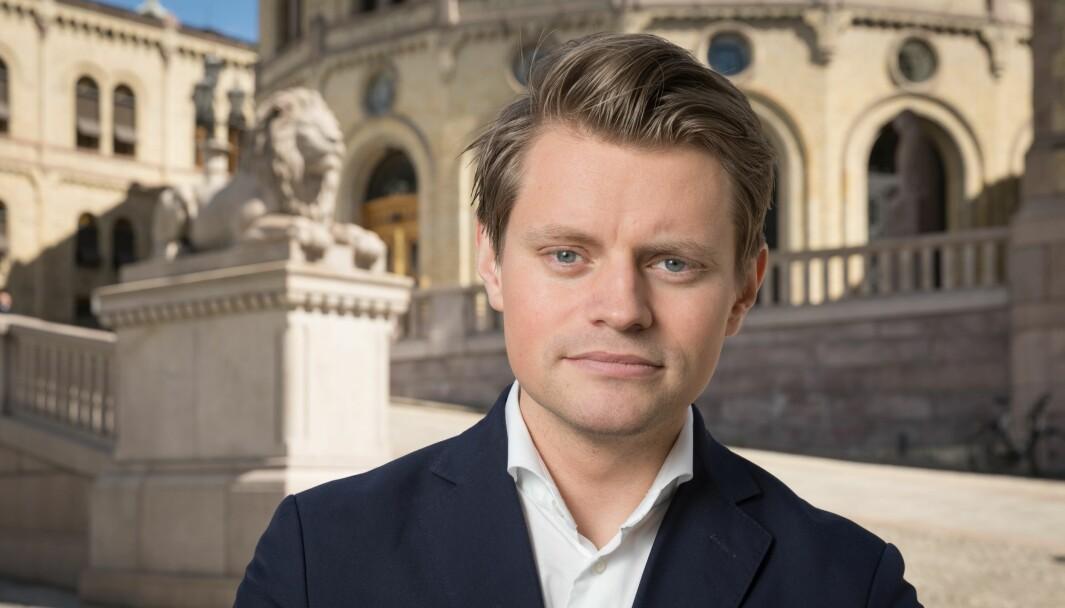 Hos P3 trengs det tydeligvis fire motstandere for å skape balanse når Peter Frølich, justispolitisk talsperson i Høyre, uttaler seg.