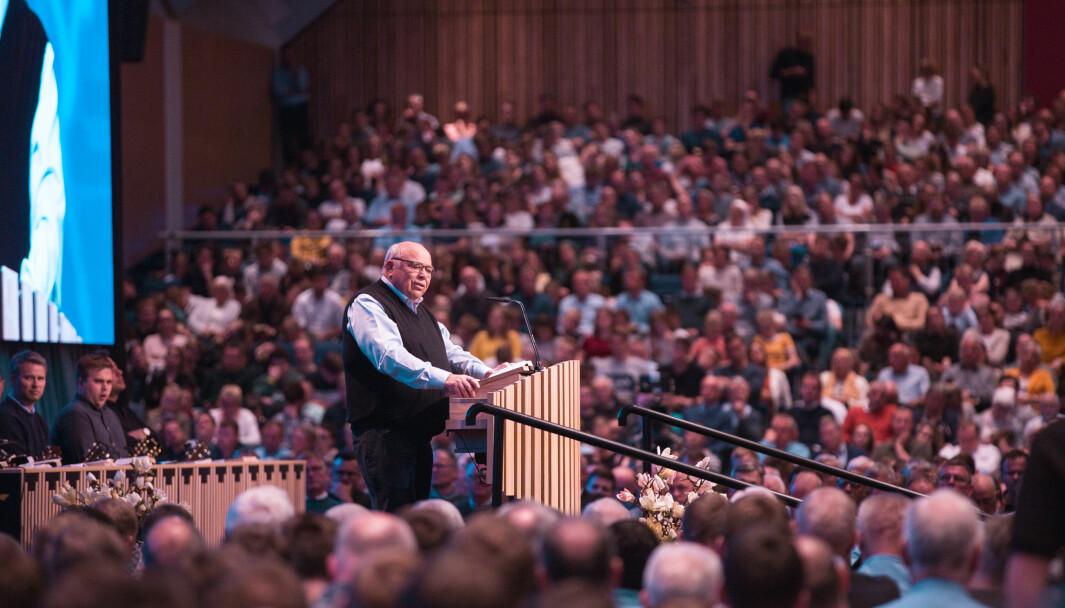 Forstander i Brunstad Christian Church Kåre Johan Smith taler under påskestevne i 2019.