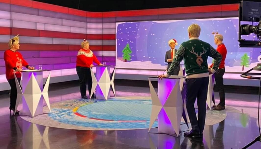 NRK har stelt i stand et glorete julesurr med partilederne. Vi fikk et vakkert øyeblikk som viste det gode med det norske samfunnet. Den søkkrike gubben fra vestkanten sto sammen med bonden fra Stange, med bergenseren og landsmoderen Erna Solberg, og Oslo-damen Siv Jensen, skriver Espen Teigen.