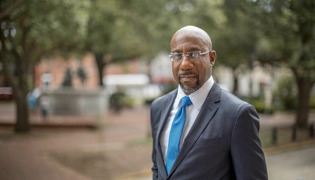 Raphael Warnock kan i morgen bli den første svarte senatoren fra Georgia noen gang.