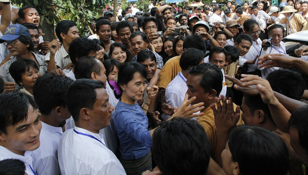 Aung San Suu Kyi er fengslet etter militærkuppet i Myanmar. Hennes parti Den nasjonale demokratiske liga (NLD) støtter den sivile ulydighetsbevegelsen som nå sprer seg i landet. Det er sannsynlig at de vil vise større lederskap i dagene som kommer, sier journalisten Ben Dunant til Minerva.