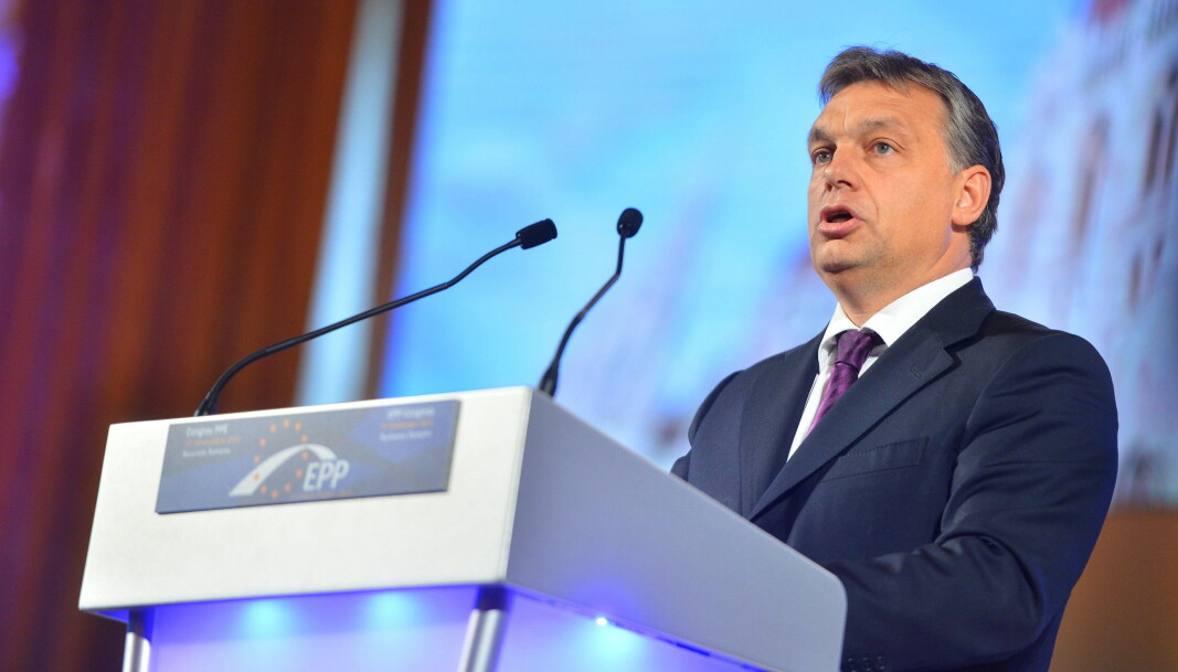 Ungarns statsminister Viktor Orbán har i en årrekke underminert landets demokrati. Orbáns parti Fidesz ble i mars 2019 suspendert fra det europeiske partifellesskapet EPP, og valgte i forrige uke å trekke seg ut av EPP. Artikkelforfatteren ønsket allerede i 2019 å ekskludere Fidesz.