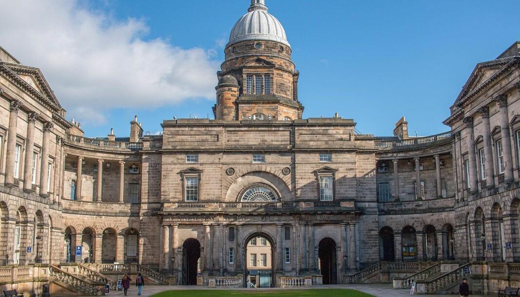 To fakultetsmedlemmer ved Universitetet i Edinburgh har i samarbeid med trans- og ikke-binære studenter laget en veileder for hvordan universitetets ansatte skal forholde seg til studentgruppen, skape et trygt og inkluderende miljø og forhindre mikroaggresjoner.