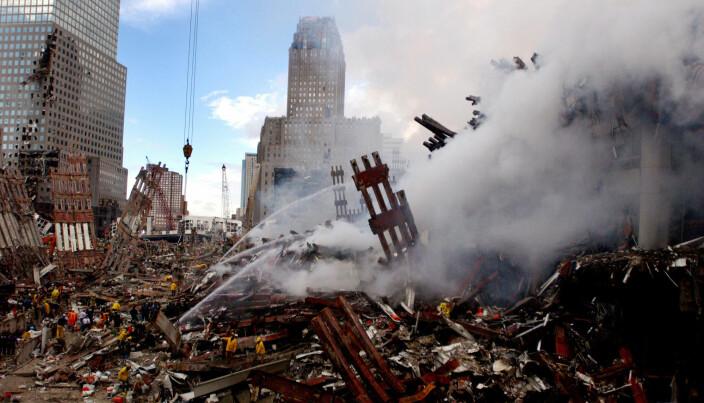 Denne uken er det 20 år siden terrorangrepene 11. september. Bildet er tatt fra ruinene av World Trade Center i New York to dager etter at tårnene falt.